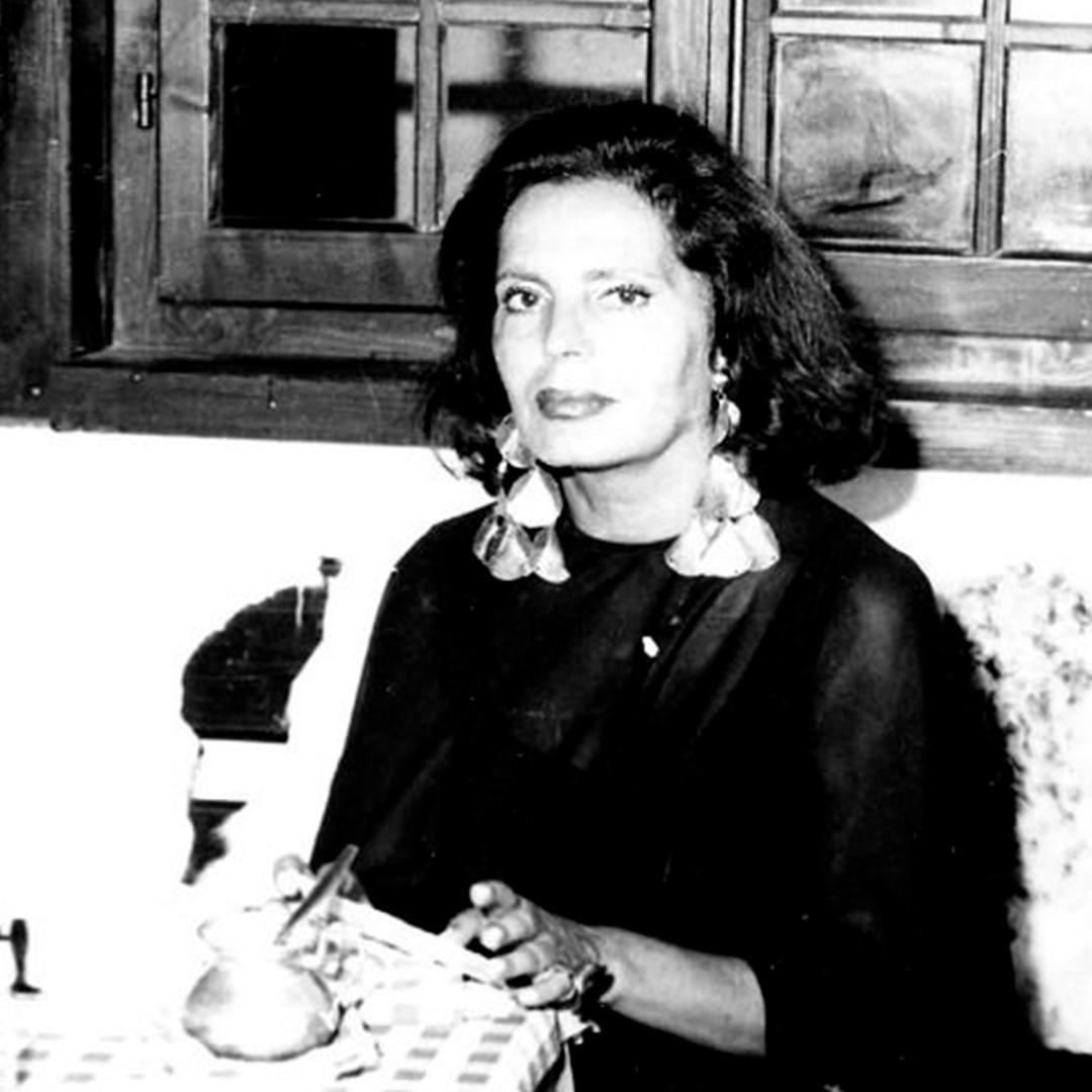 Amália with tin earrings